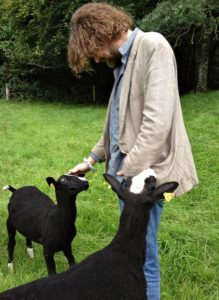 Little Wren & Pippy Greeting Liam Ó Maonlaí